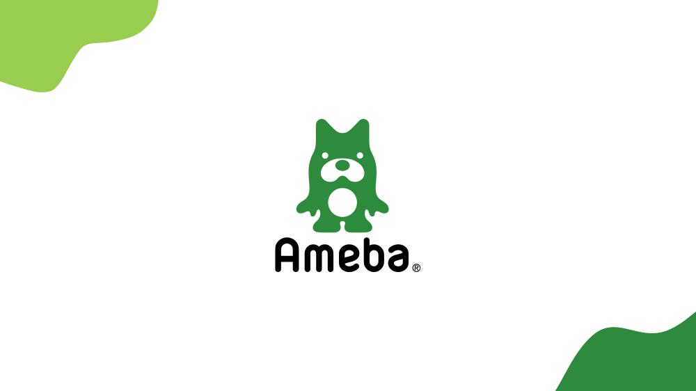 Amebaブランドを表した画像。左上に薄い緑、右下に濃い緑色の曲線のモチーフが配置され、それらに囲まれた緑色のアベマくんが真ん中に配置されている。